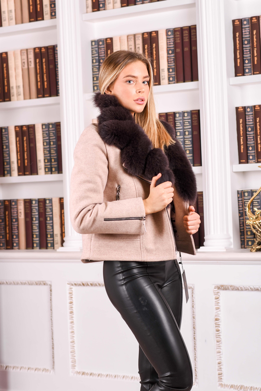 Женское шерстяное пальто с мехом песца