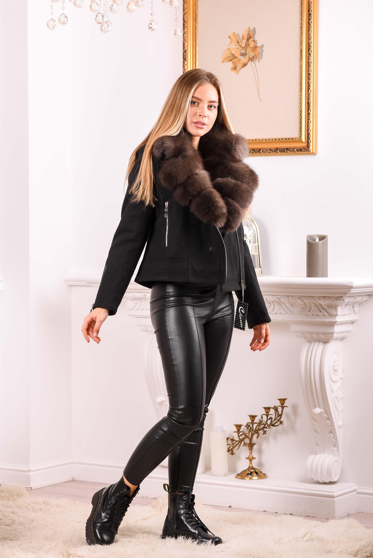 Черное короткое пальто с мехом песца