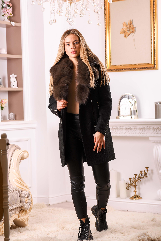 Женское пальто средней длины с мехом песца